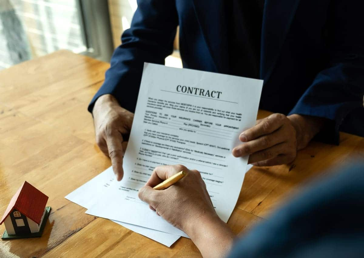 Documentos a revisar en la compra o alquiler de una propiedad
